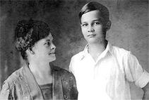 <p>Vella Templeton with son John,<br /> circa 1922</p>